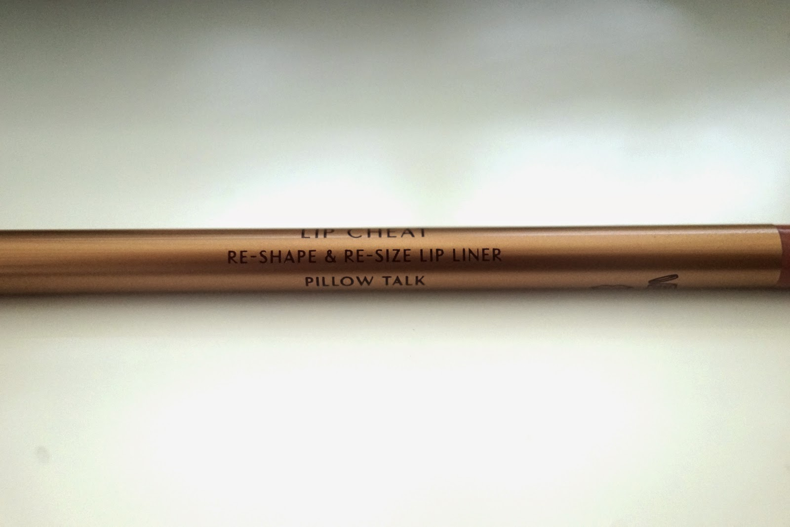 Charlotte Tilbury Lip Cheat, Re-Shape & Re-Size Lip Liner pillow talk