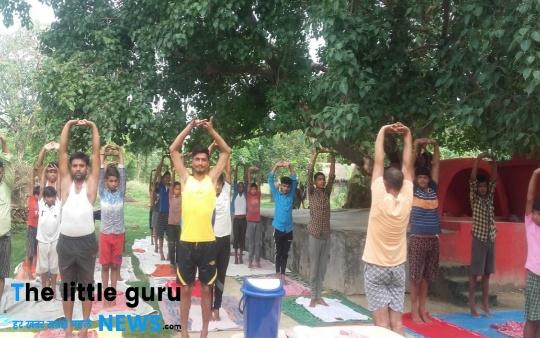 भलुअहिया के युवाओं ने किया योगा दिवस पर योगाभ्यास शिविर का आयोजन