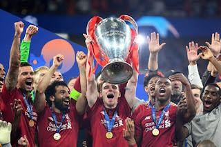 Robertson Angkat Tropi Liga Champions 2019