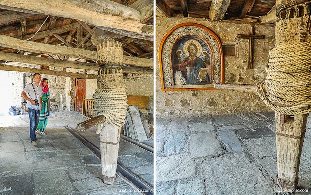 Sistema de roldanas e polias que movimenta um elevador rudimentar, no Mosteiro de Agios Stephanous (Santo Estêvão ), Meteora