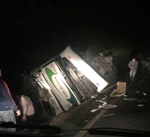 SP: acidente de ônibus deixa 18 mortos e 27 feridos