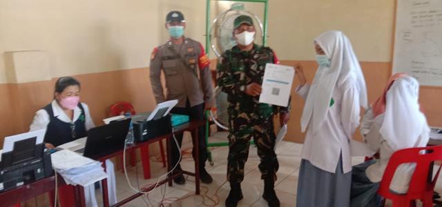 Pelaksanaan Vaksinasi Kepada Siswa'i SMA Didampingi Personel Jajaran Kodim 0207/Simalungun