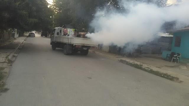 Siguen las jornadas de fumigación de la Fundación Felito Vistencueros y Aquiles Ledesma en la provincia Barahona