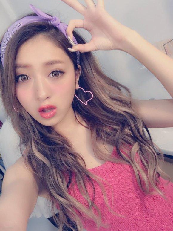 pose foto cewek Jepang