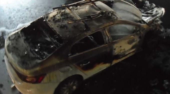 Komoly kárt okozott a tűz a pécsi autószalonban