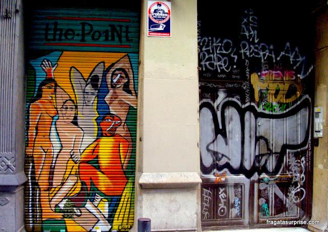 """Grafite recorda a pintura """"As Senhoritas de Avignon"""", de Picasso, no Bairro Gótico de Barcelona"""