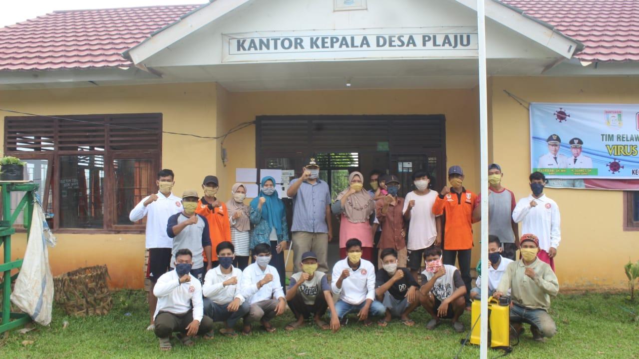 Pemerintah Desa Pelaju Bersama Karang Taruna Melakukan Penyemprotan Disinfektan Sekaligus Bagikan Masker Sumaterannews Com