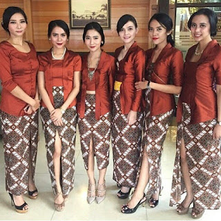 model kebaya modern bawahan batik panjang atasan blouse kutubaru coklat