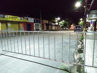 Em Acaraú disciplinadores foram instalados para evitar circulação de veículos no Centro
