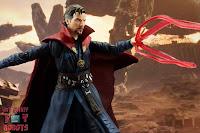 S.H. Figuarts Doctor Strange (Battle On Titan Edition) 49