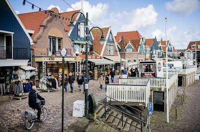 Bersepeda Di Volendam