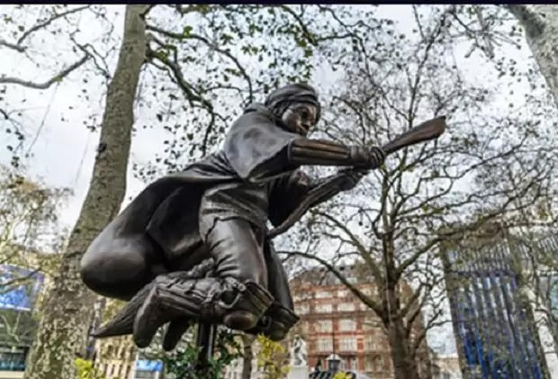 This picture shows a bronze statue of which fictional character?