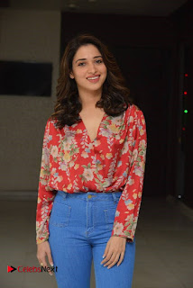 Vishal and Tamannah Stills at Okkadochadu Movie Press Meet  0003.jpg