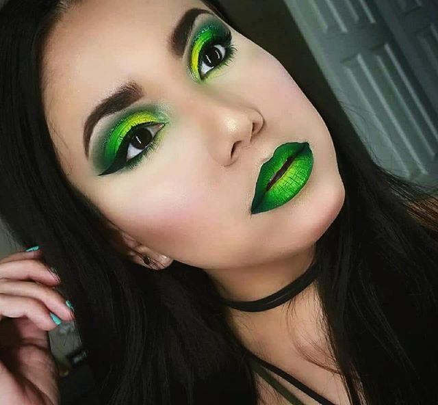 Maquiagem verde neon