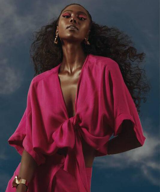Atriz Jessica Cores com vestido rosa pink
