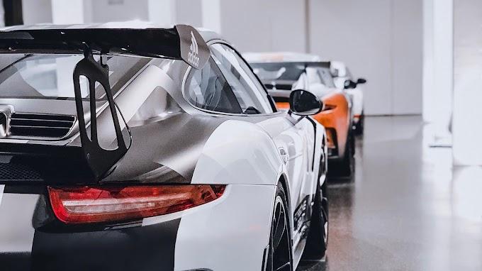 Carros Esportivos Na Garagem