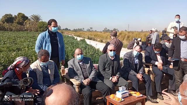 وزير التنمية المحلية ومحافظ الأقصر يزوران قرية البغدادي لتفقد مشروعات برنامج الاغذية العالمي لدعم صغار المزارعين