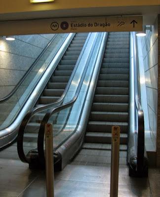 Escadas rolantes do metro do Porto