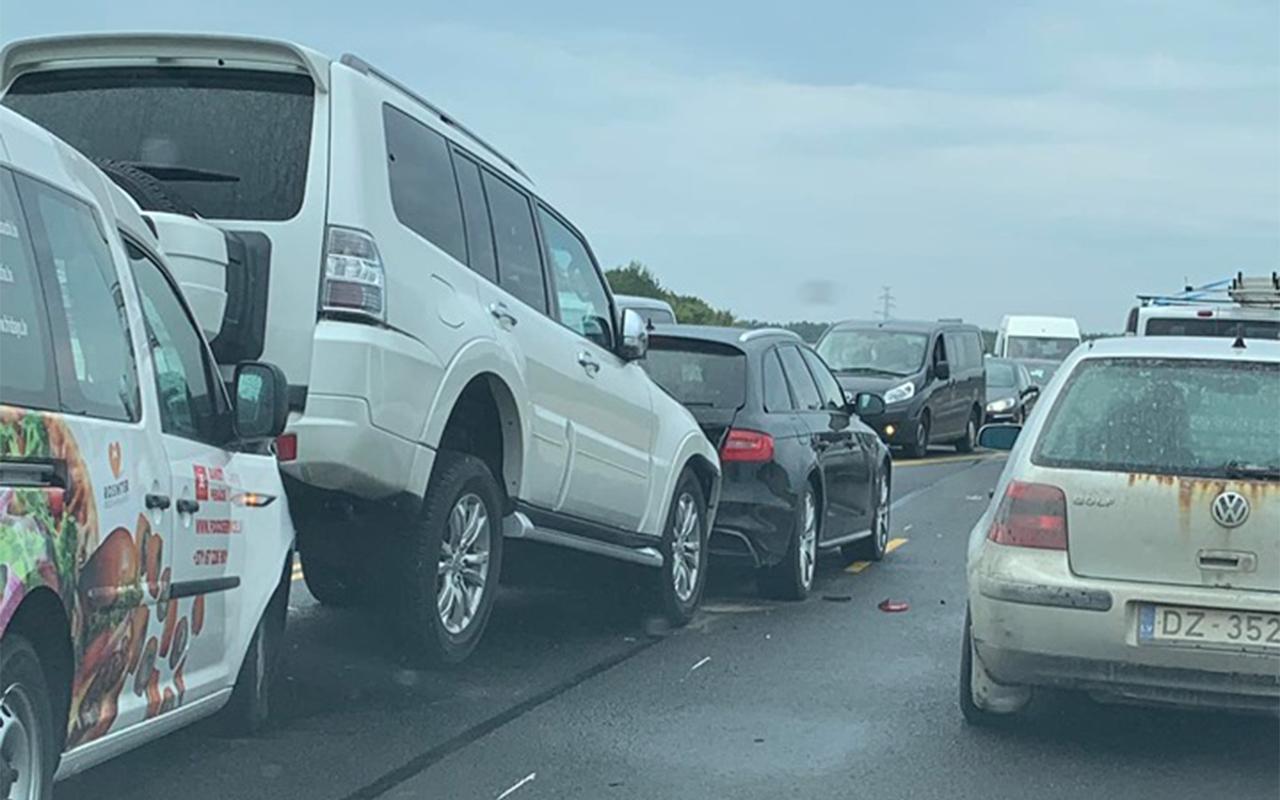 Uz Jūrmalas šosejas trīs auto avārija