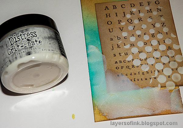Layers of ink - Texture Paste Tag Tutorial by Anna-Karin Evaldsson. Translucent grit-paste