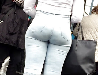 Chava nalgas redondas pantalones apretados