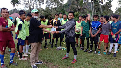 Anggota DPRD, Edward DF Bantu Bangun Lapangan Bola Voli Jorong Lareh Nan Panjang