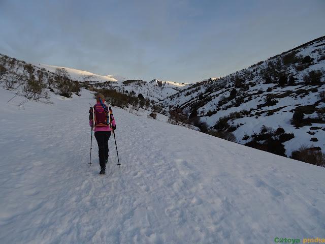 Camino de Wamba cubierto de nieve