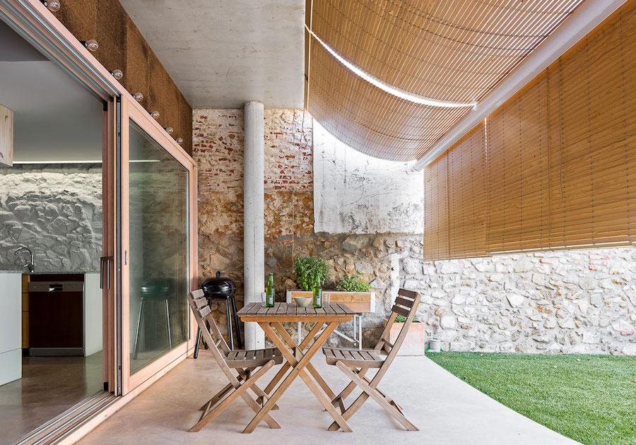 Terraza con persianas alicantinas de madera