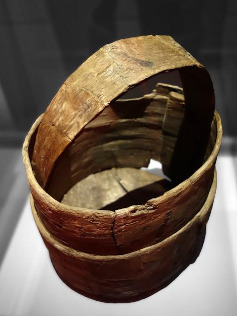 Boisseau ou mesure à grains (Bois de chêne, début du 15e siècle)