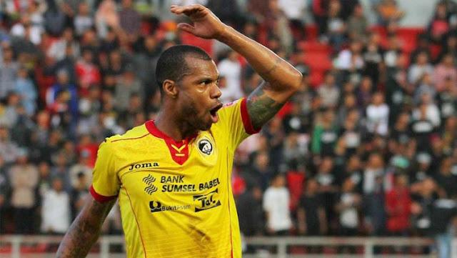 Dipecat Sriwijaya FC, Hilton 'Jual Diri' di Instagram