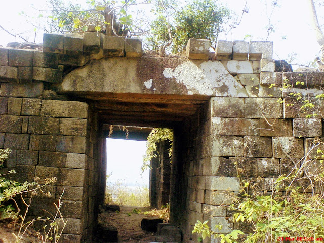 Photo-of-the-Garh-on-top-of-panchet-hill-at-garhpanchkot