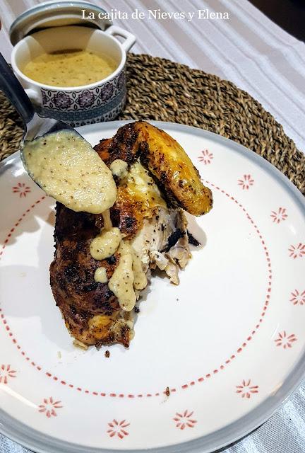 Pollo asado con salsa de mostaza antigua y ajo asado