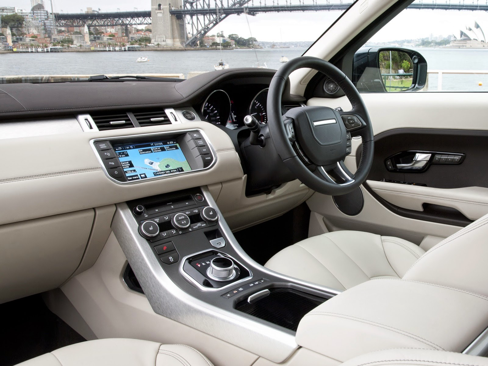 19 Range Rover Evoque – The ultimate luxury pact crossover