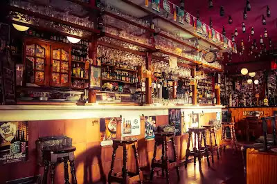 bar - food and beverage service outlets