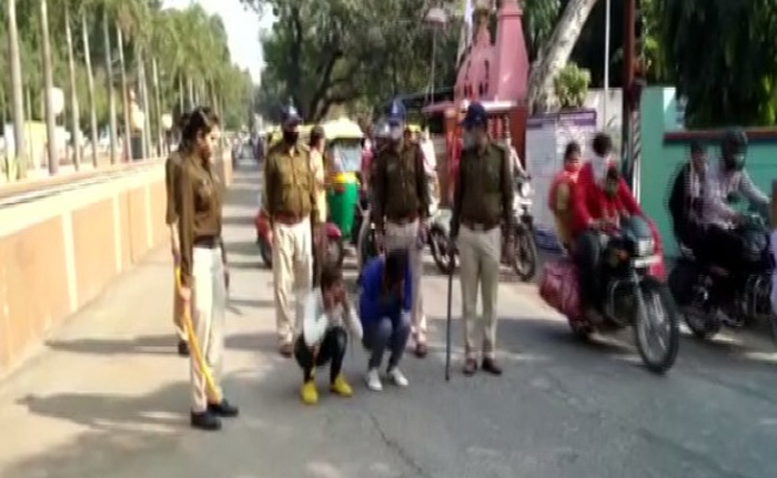 Dewas, News, National, Police, Youth, Women, Punishment, Police punished two persons in public who tried to molest women