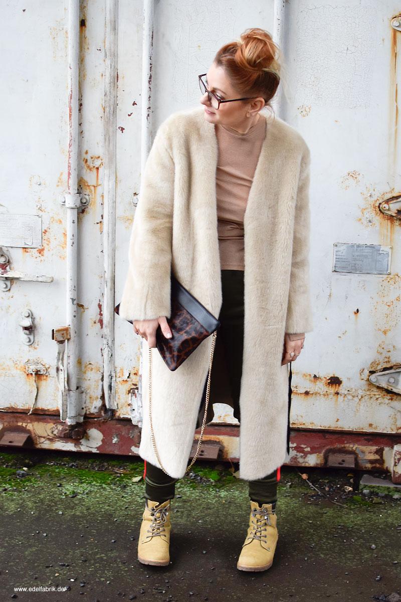 so stylst Du einen Mantel aus Teddyfell, Jogginghosen stylisch kombinieren