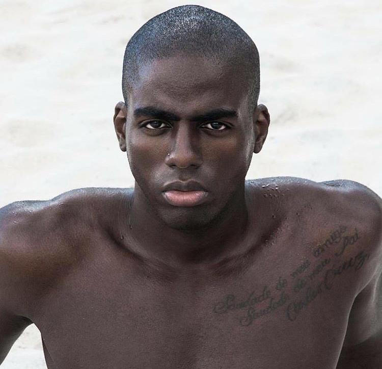Folia Na Net: De Salvador, Modelo Carlos Cruz está rumo a carreira ...