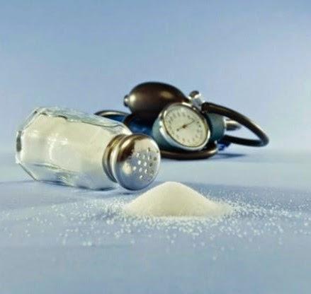 agua caliente y sal para infección ocular