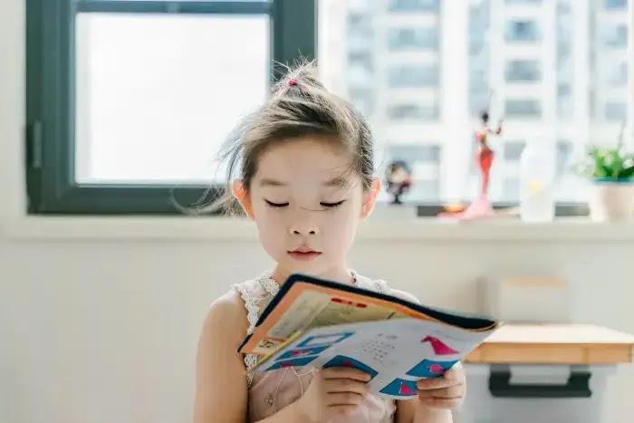 cara meningkatkan minat baca anak sejak usia dini