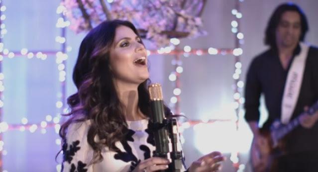 """""""Tua Presença"""": assista ao novo clipe ao vivo de Aline Barros"""