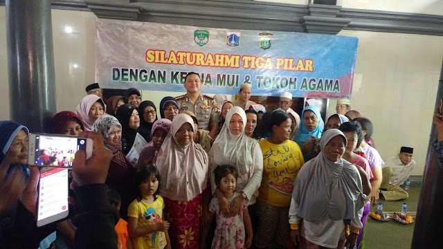 Polres,Walikota,Dandim 0503 JB dan Tokoh Agama Jakarta Barat Berikan Bantuan Kepada Korban Kebakaran