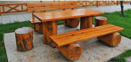 A mi manera c mo hacer un comedor con troncos y tablas de for Como hacer una mesa de madera para comedor