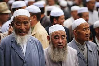Uighur China: Ditahan Gara-Gara Memelihara Janggut, Berjilbab, dan Menjelajah Internet