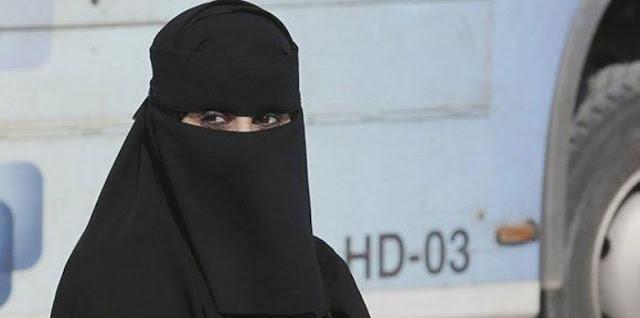 عاجل فتاة سعودية تشتم الإعلامي محمد التوم في مهرجان الجنادرية