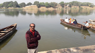 boats-in-shivnath-river
