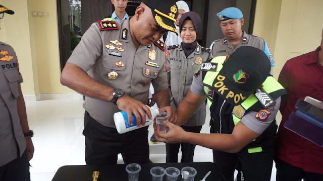 Cairan Pembersih Tangan Mulai Langka, Kapolres Ajarkan Racik Hand Sanitizer