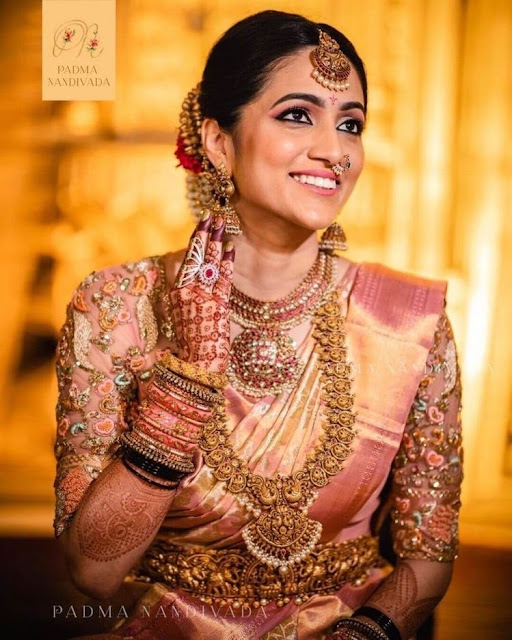 Bride in Nakshi Mango Mala Kundan Choker