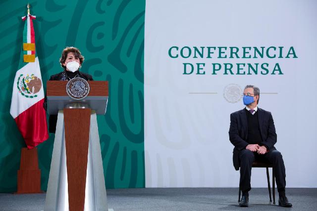 Presidente da la bienvenida a la secretaria de Educación, Delfina Gómez