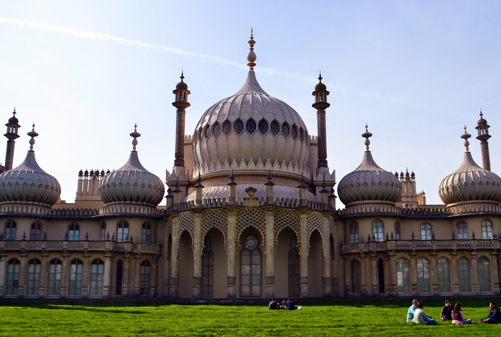 a front view of Brighton Pavillion