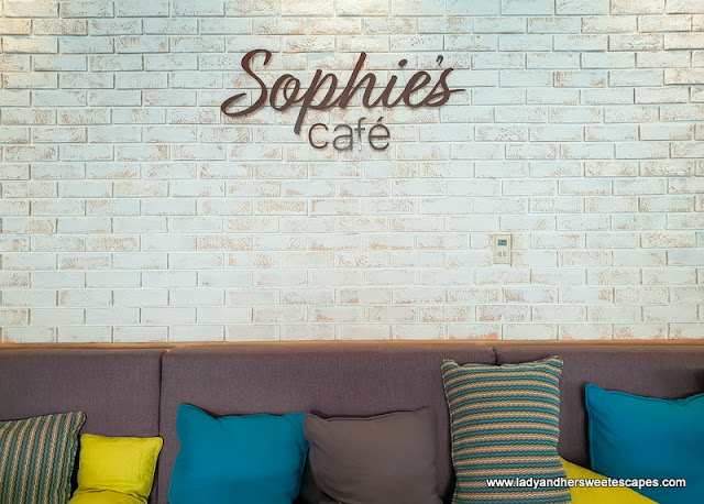 sophies cafe dubai interior